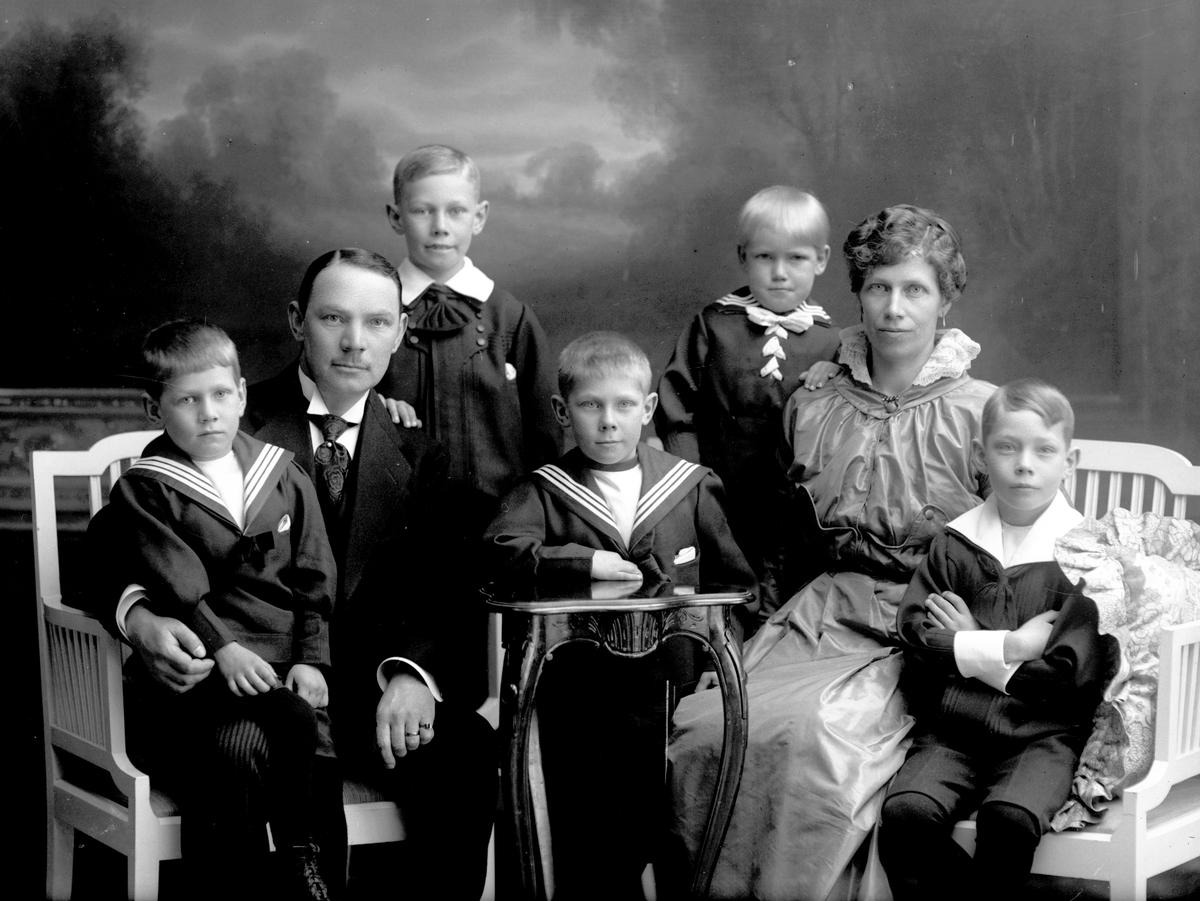 Familjen Hammar. Biografdirektör Erik Hammar, levde mellan åren 1880-1927. Ägde Röda Kvarn och Regina.