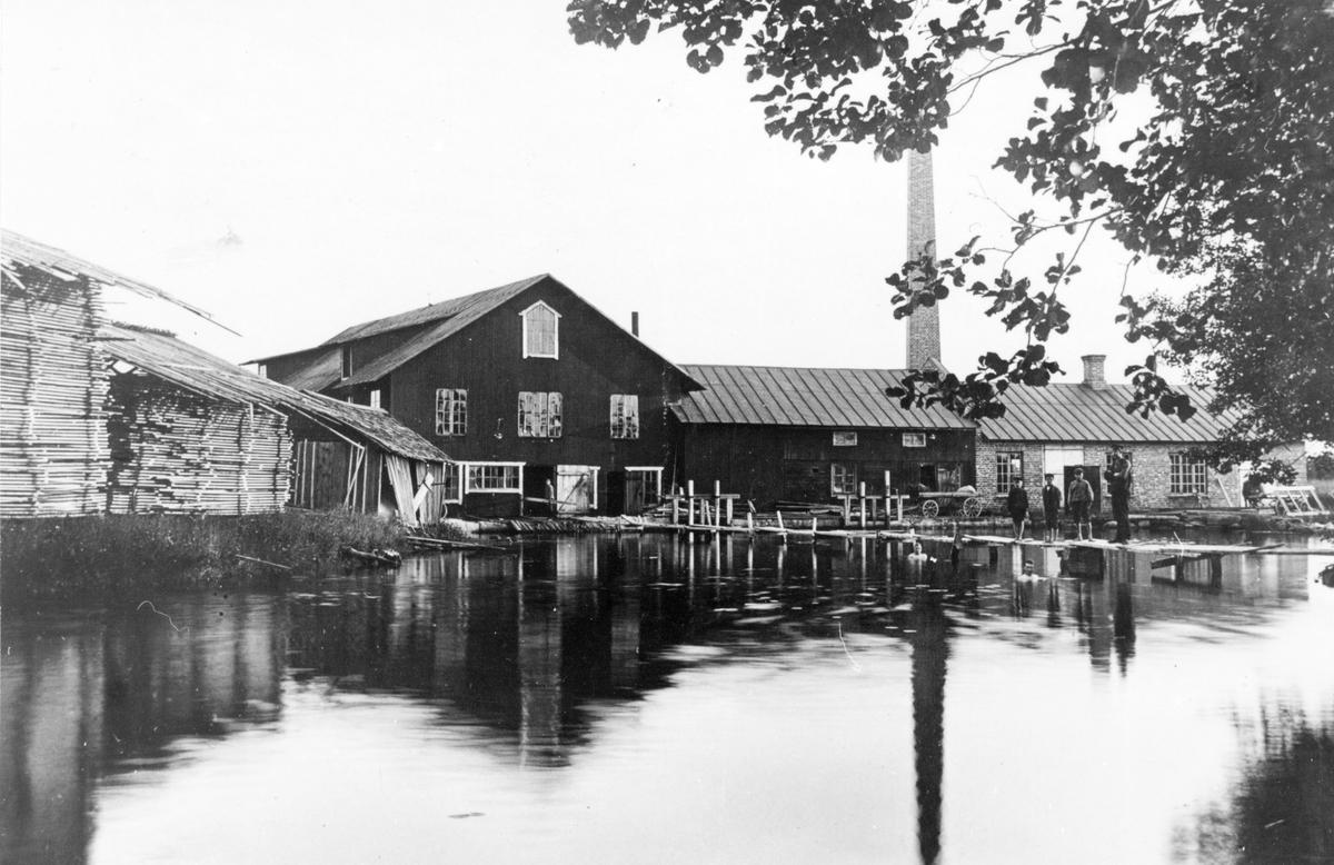 Hedesunda Industri AB, Ölbo. Firman bildades 1908 och nedlades 1959. Där drevs såg, snickerifabrik, kvarn och en tid även mekanisk verkstad. Det var då Hedesundas största industri med ibland över 100 anställda. Efter 1959 inrymdes där en keramikfabrik något år tills fabriksbyggnaden brann ner.