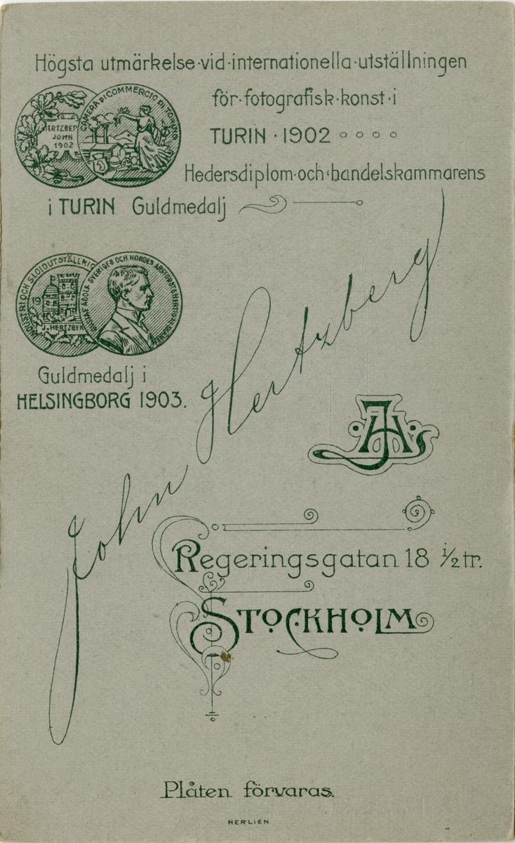 Porträtt av Gustaf August Emanuel Bergh, löjtnant vid Kronobergs regemente I 11. Se även AMA.0007118.