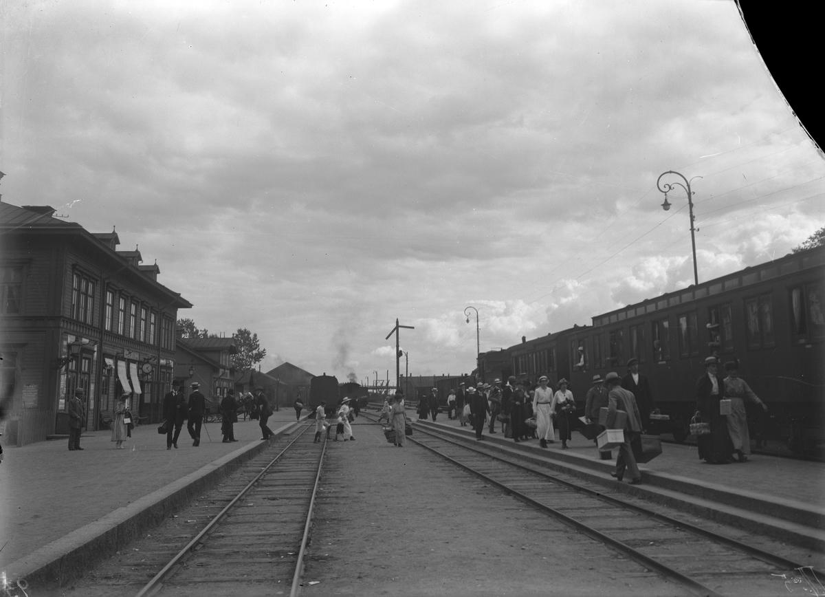 Köpings station. Trasig bild.