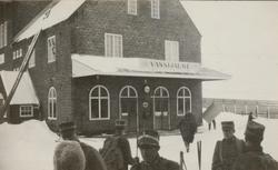 Soldater från Göta livgardes stridsvagnsbataljon utanför Vas
