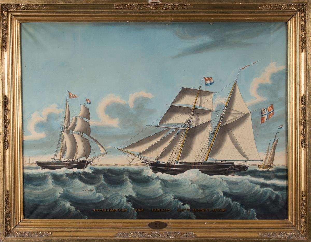 Skipsportrett av SØEBLOMSTEN seilende utenfor Texel fyr, Nederland. På fortopp nederlansk flagg og på stortopp rederiflagg S i rød stander. I bakgrunnen mot fyret sees en hollenderkoff.