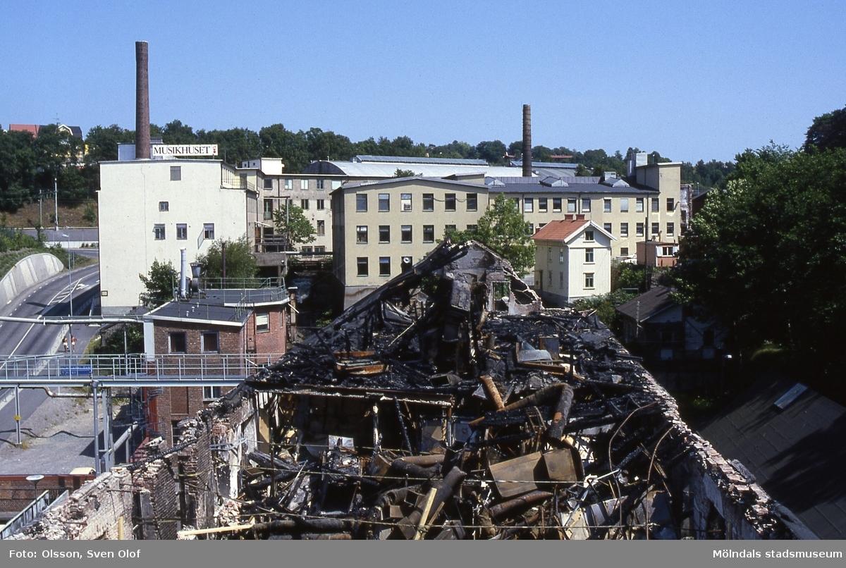 Stora Götafors vid Götaforsliden i Mölndal eldhärjades i juni 1986. Branden var mycket omfattande och SOAB som hade sitt kontor och labratorium i fastigheten begärde omgående rivningslov vilket avslogs. Se vidare årsskrift 1993.