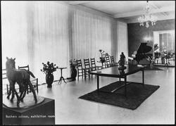 Pels-Backer, furrier. Backers saloon, exhibition room.