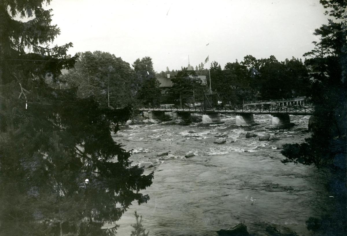Bro över vattendrag.