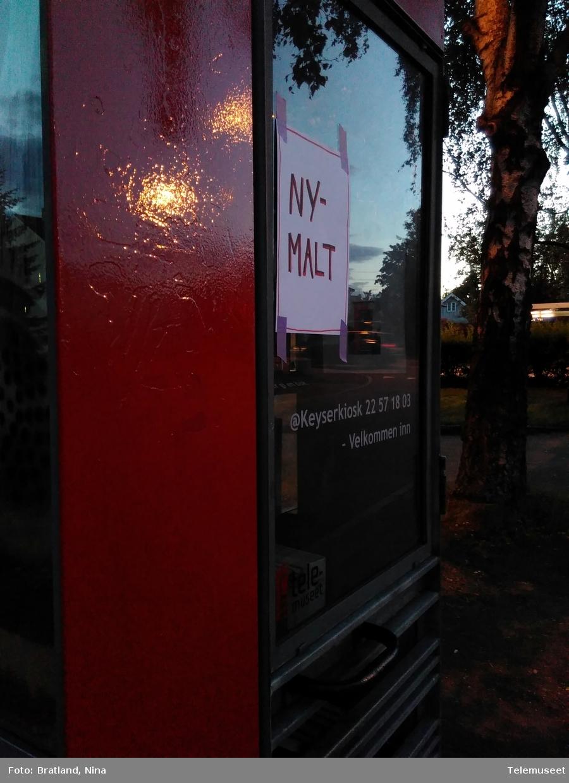 Keyserkiosk Einars vei Oslo Telefonkiosk med hyller og bøker