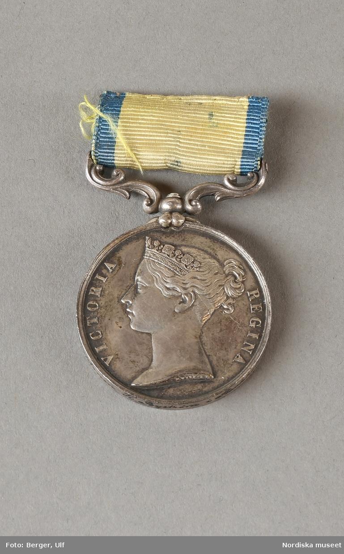 Drottning, regent, av Storbritannien och Irland 1837-1901. Även Kejsarinna av Indien 1876-1901