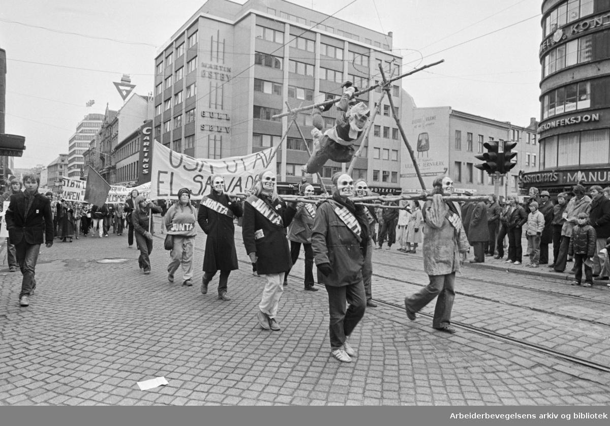 1. mai 1981 i Oslo.Faglig 1. mai-fronts tog.Parole: USA ut av El Salvador