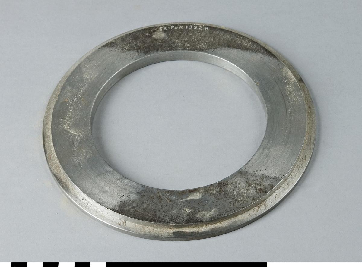Distansring av stål till fräsmaskin.  Funktion: Förändra avstånd vid byte av olika verktyg