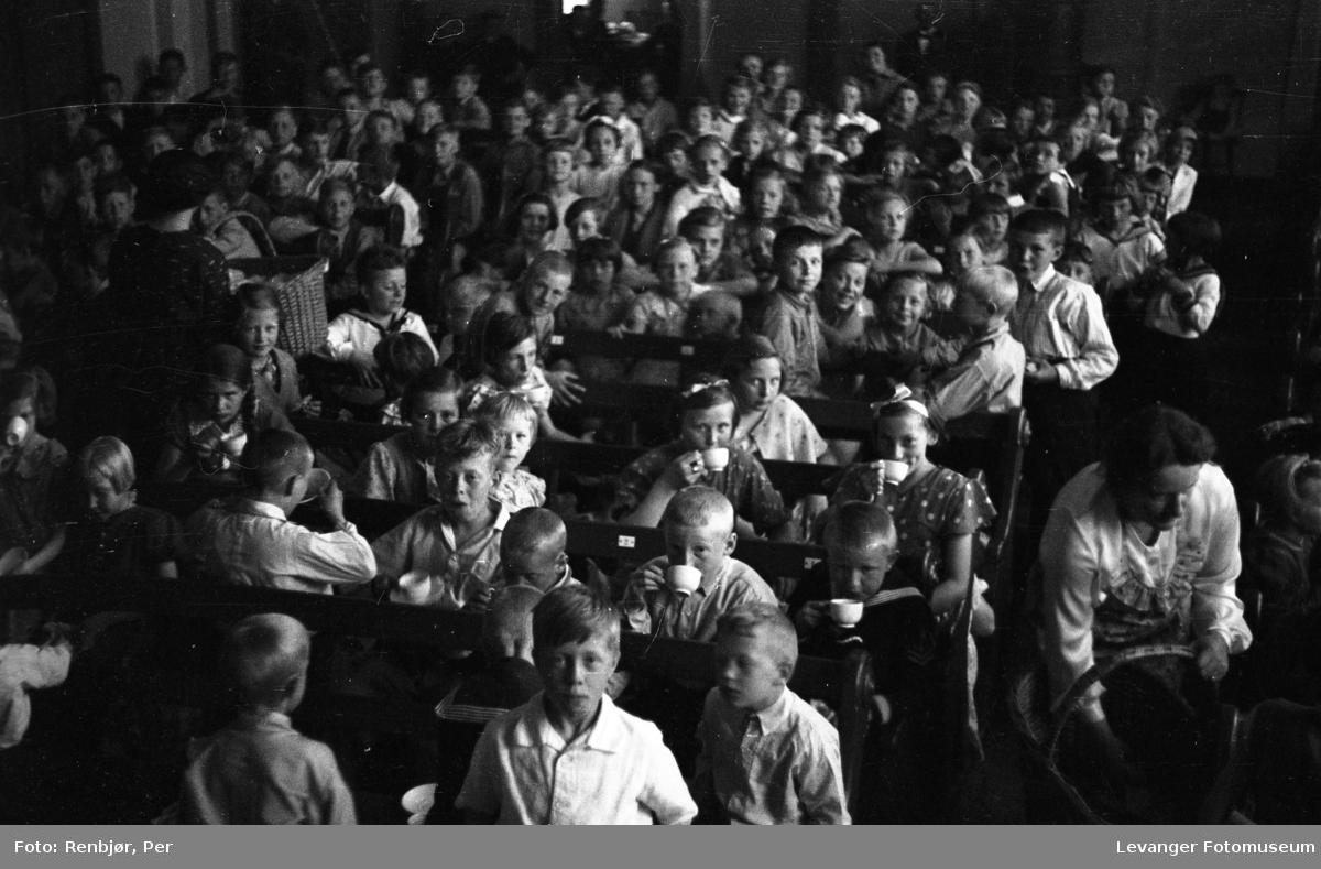 Forsamling av barn, Levangerdagene i 1936.