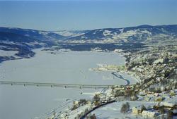 Lillehammer, søndre bydel. Suttestad gård i nedre, høyre bil