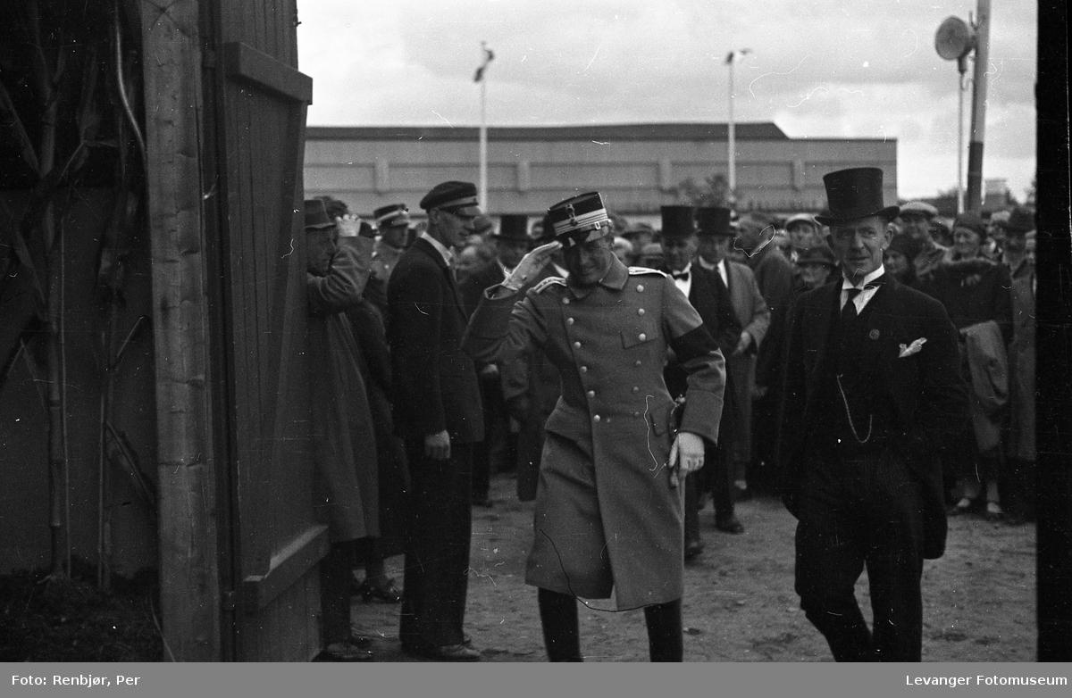 Kronprins Olav på besøk i Levanger under byjubileet i 1936.