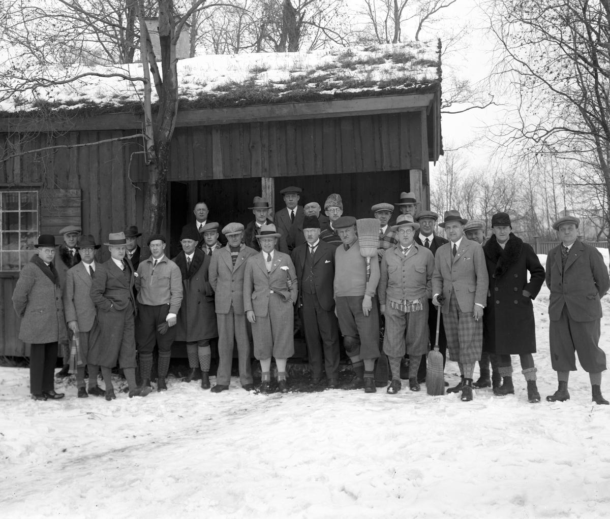 Karlstads curlare på en bild från ca 1930. Curlingklubben utövade i början av 1930-talet sin sport på en bana som låg där parkeringen öster om biblioteket nu finns.