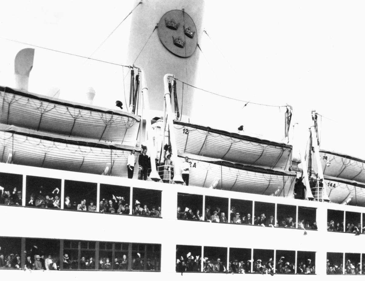 Passagerare och besättning ombord på M/S KUNGSHOLM.