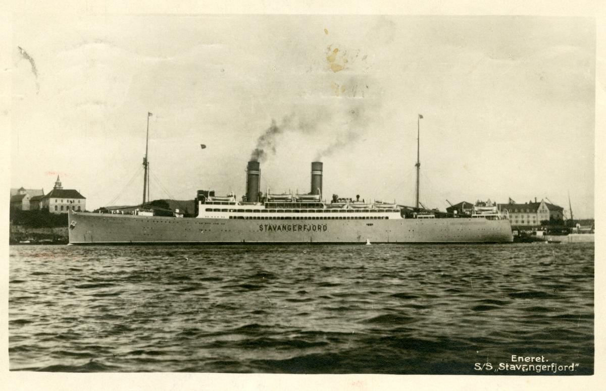 Prospektkort av S/S Stavangerfjord. Utanfor Akershus slott, 1923.