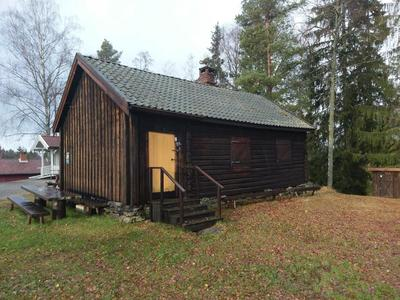 Bratenstua_-_Aurskog-Hland_bygdetun_-_MiA_Museene_i_Akershus.jpg. Foto/Photo