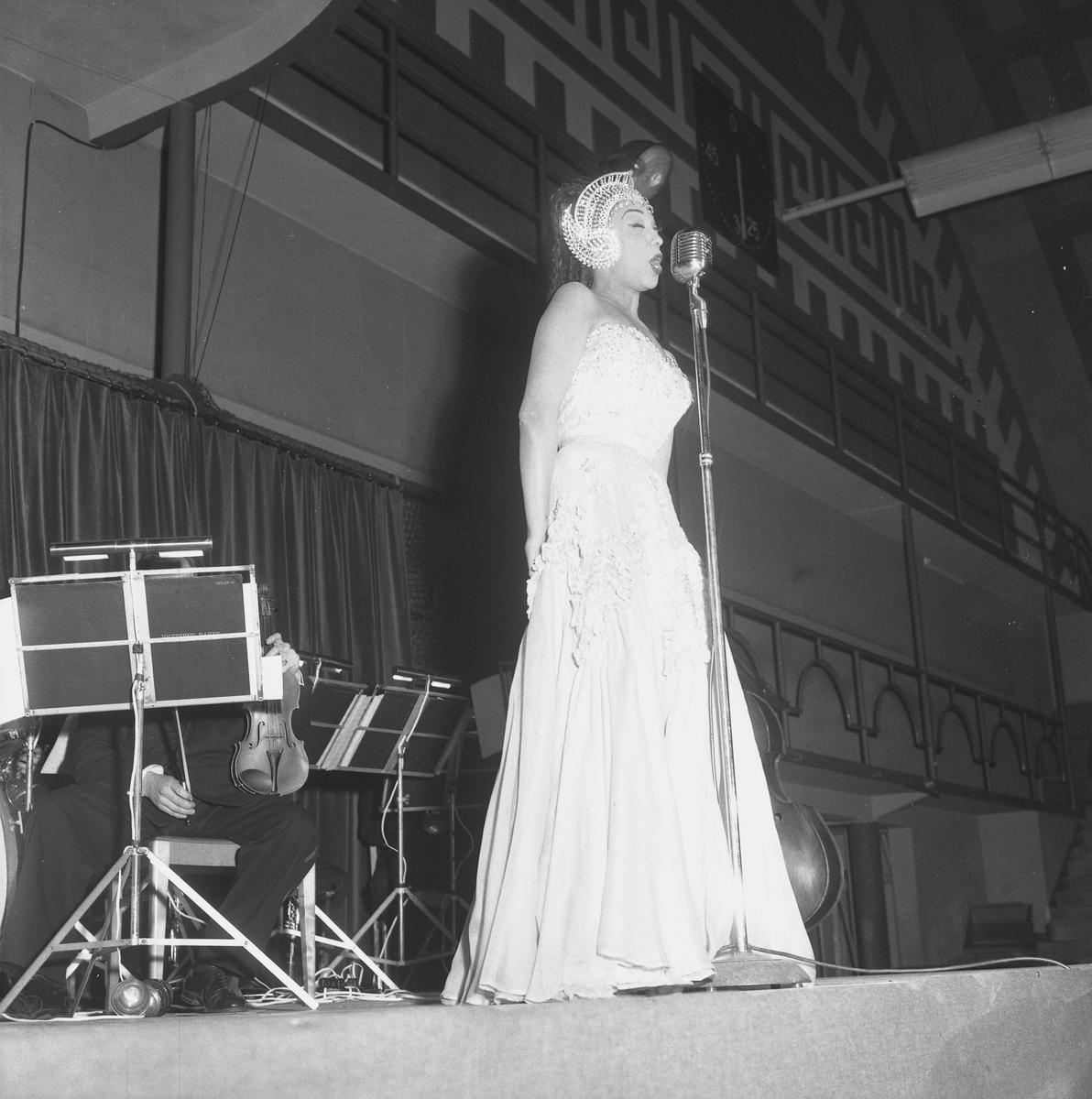 Josephine Baker. Mars 1956. - Örebro läns museum / DigitaltMuseum