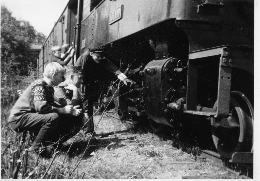 Første tog på museumsbanen Urskog-Hølandsbanen, rett før avgang fra midlertidige Fyen stasjon.