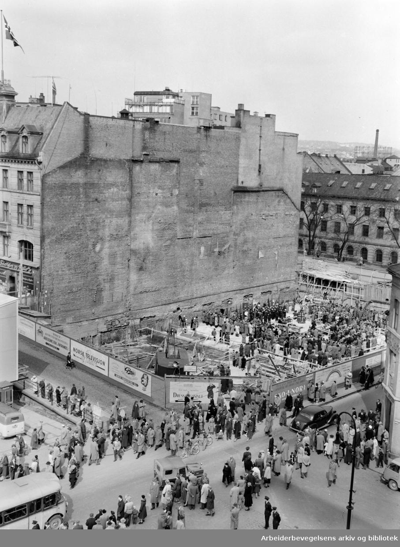 Folkets Hus: Grunnsten-nedleggelsen, mai 1955