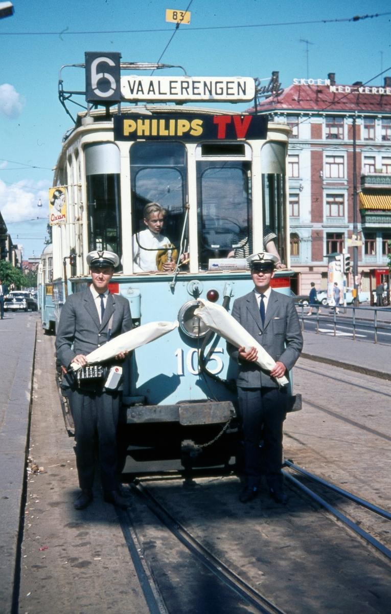 Sporvogn 105 tur siste driftsdag rute 6. Majorstuen. Dette var også siste dag de klassiske toakslede Kristiania-trikkene gikk i ordinær rutetrafikk i Oslo. Samme dag ble trikkelinjen til Etterstad nedlagt.