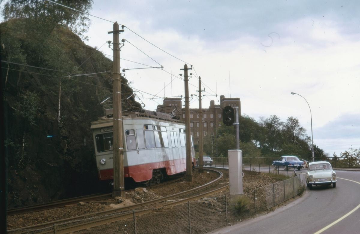 Ekebergbanens sporvogn 1014 ved Sjømannsskolen.