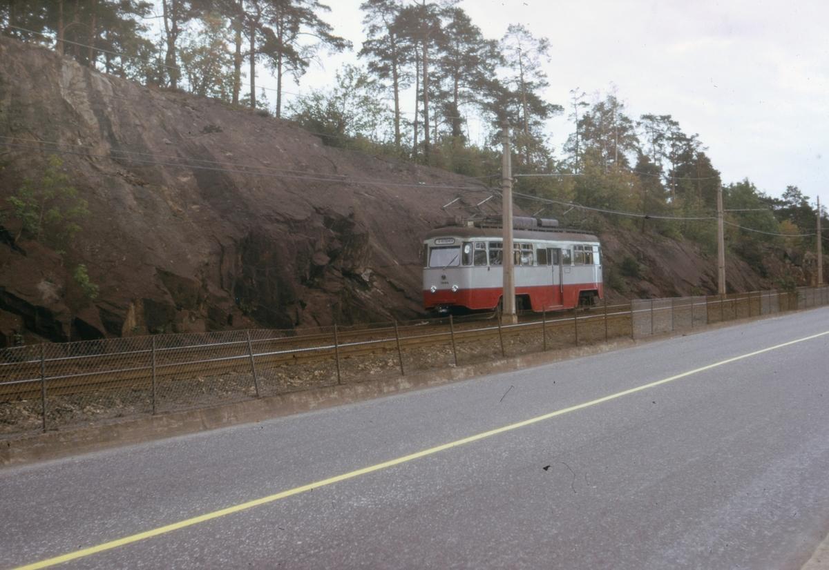 Ekebergbanens sporvogn 1004 ved Sjømannsskolen.