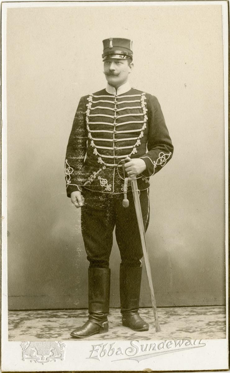 Porträtt av okänd soldat vid Livregementets husarer K 3.
