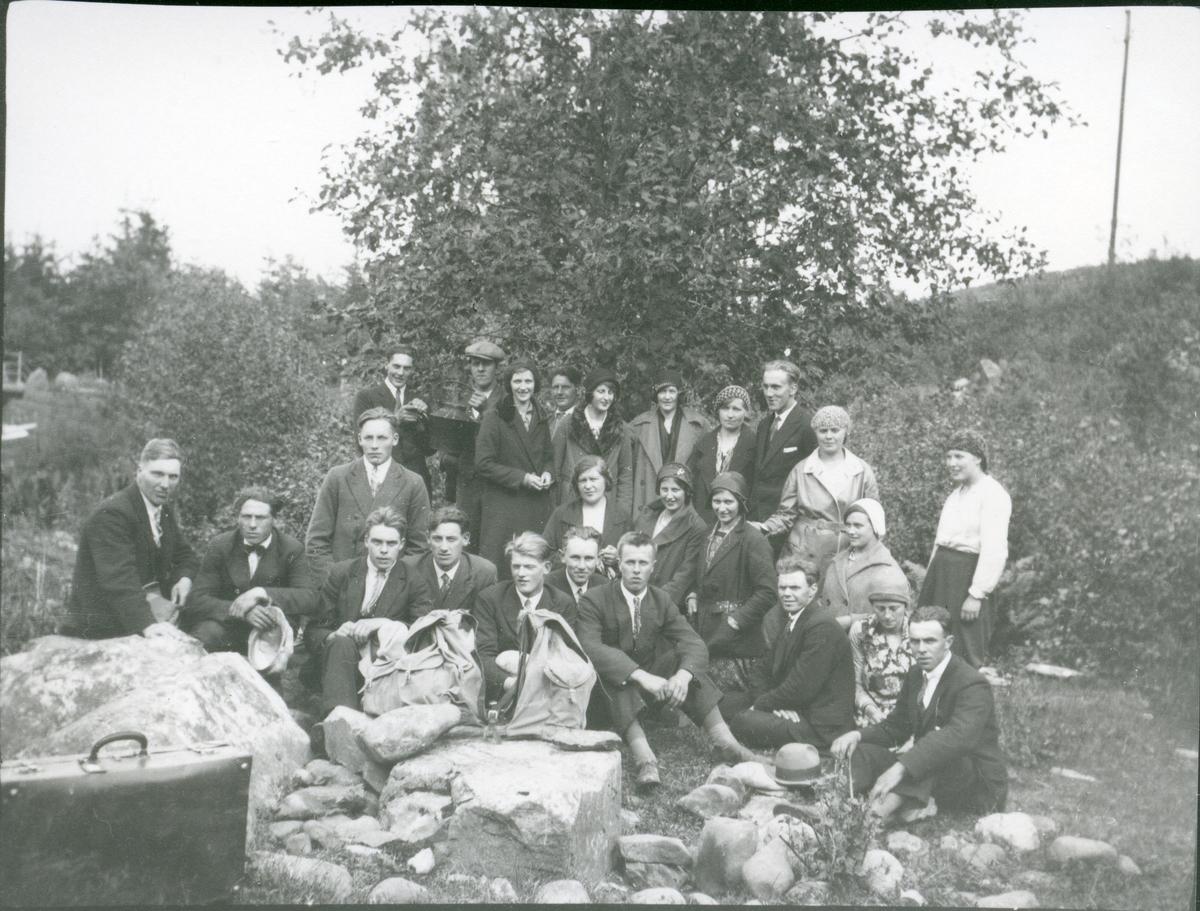 Ungdomslaget i Vestre Bagn på tur, ca 1930.