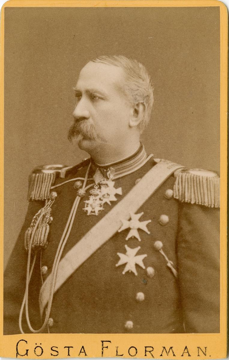 Porträtt av Cornelius Alexander Sjöcrona, generalmajor vid Skånska dragonregementet K 6. Se även bild AMA.0021622.