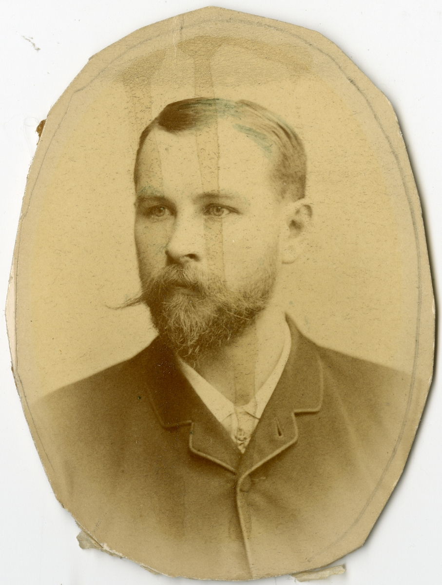 Porträtt av N.A. Holmberg vid Stockholms Tyg-, ammunitions- och gevärsförråd.