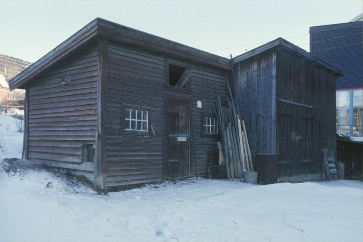 Lillehammer, Askelund ved Sigrid Undsets veg og Stampesletta før riving, uthus sett mot øst