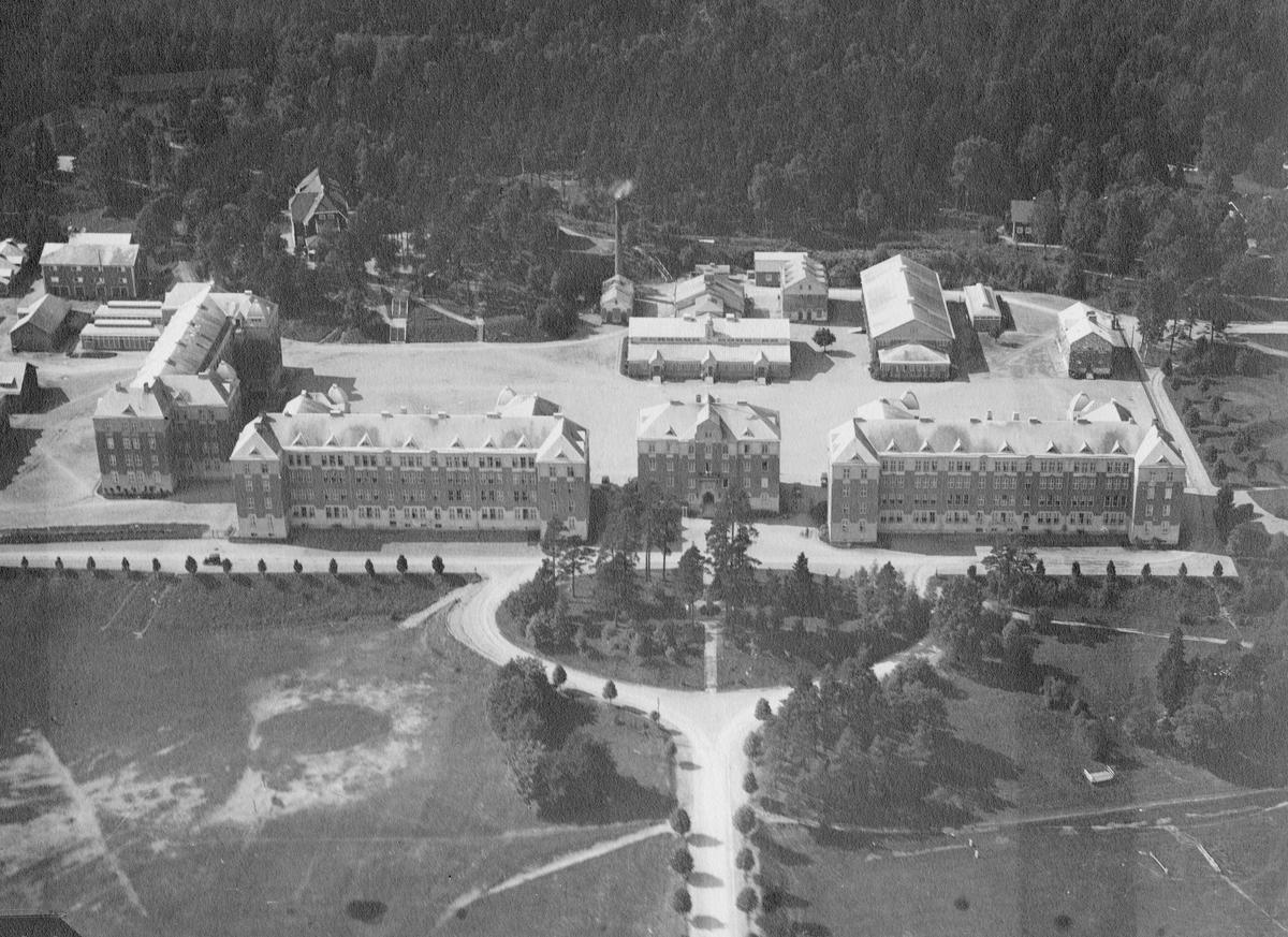 Flygfoto över Älvsborgs regemente I 15 kasernområde.