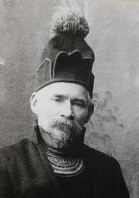 Daniel Mortenson i gapta (kofte). Utsnitt. 1917-1918. Foto: Ivar Olsen. Rørosmuseet.