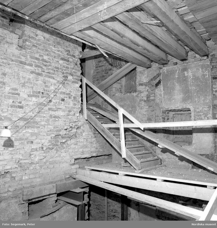 Dokumentation av  Tyresö slott under restaurering av flygeln. Ombyggnad av biblioteksflygeln.
