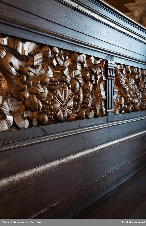 Räcken med förgyllda detaljer på Nordiska museet, plan 4