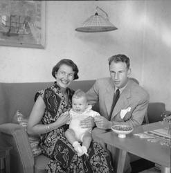 Chr. Ellingsen m/fam + barn alene +Fruen og barn