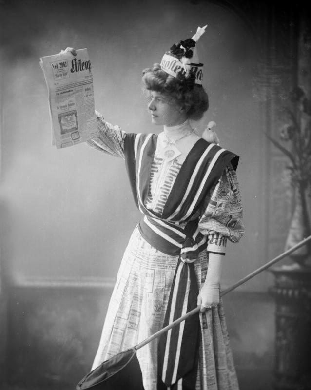 Portrett kvinne med avis