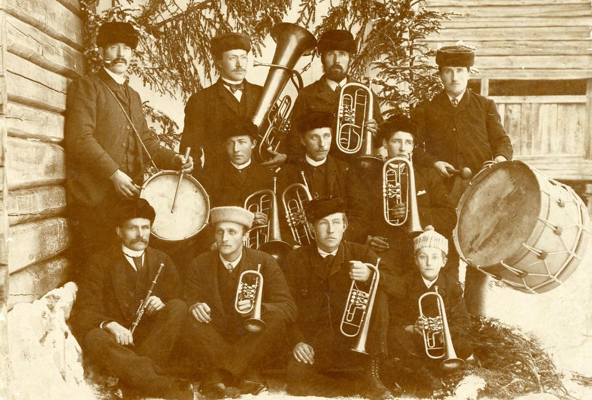 Nordre Øyhus, Bagn, ca 1898. Fyrste hornmusikklaget i Sør-Aurdal.