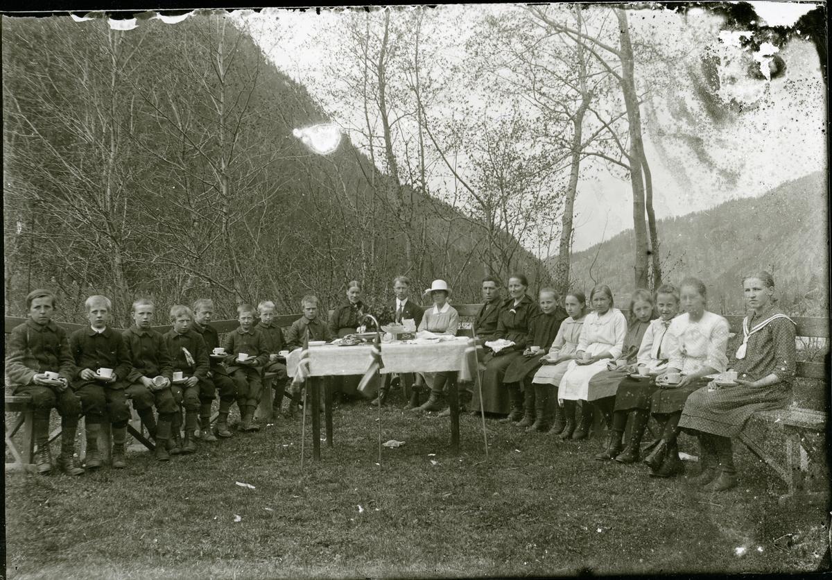 Skuleavslutning ved Dølven skule, 1921.