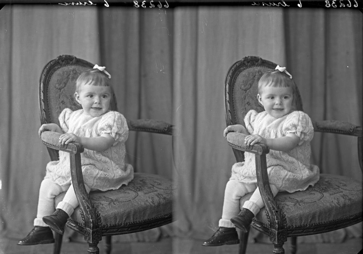 Portrett. Lite barn. Bestilt av Anfin O. Drange. Sveio.