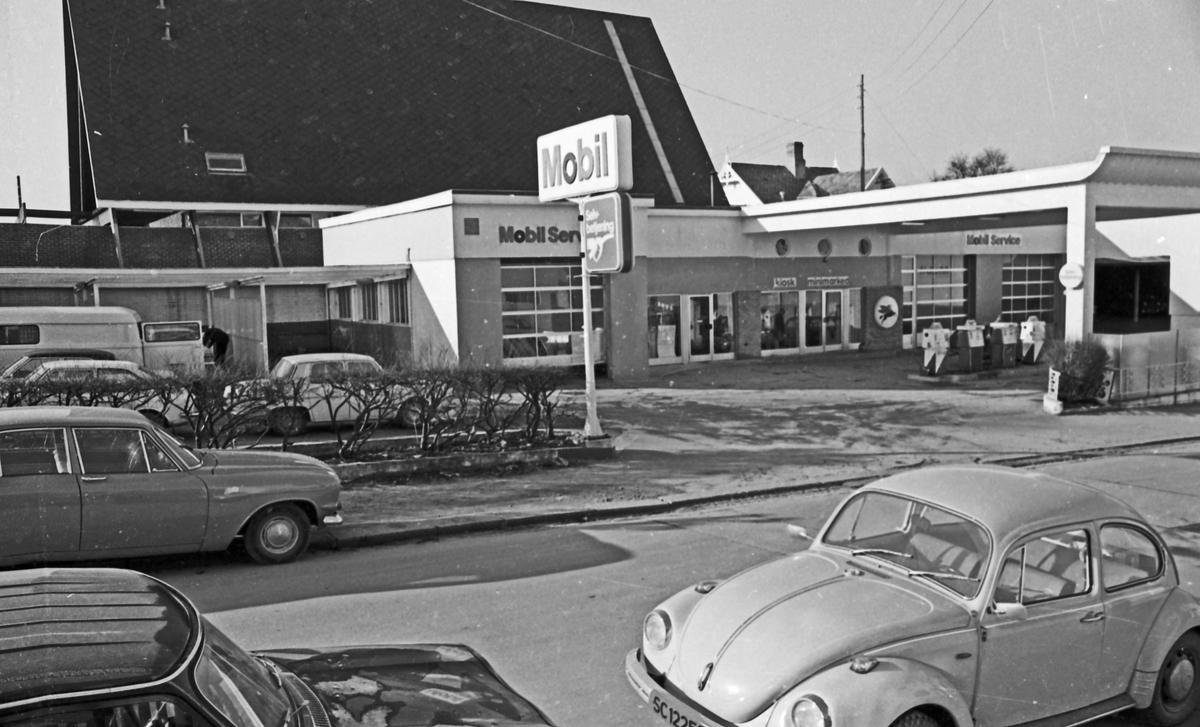 Bilforhandlere og utsalg i Haugesund. Aase-auto i Salhusveien (Toyota). Magnus Hope i Skjoldaveien (Saab) på Solvang. Solvang Motors AS (Renault) i Skjoldaveien på Solvang. Mobiltanken i Øvregaten. Shell i Grindesvingen.