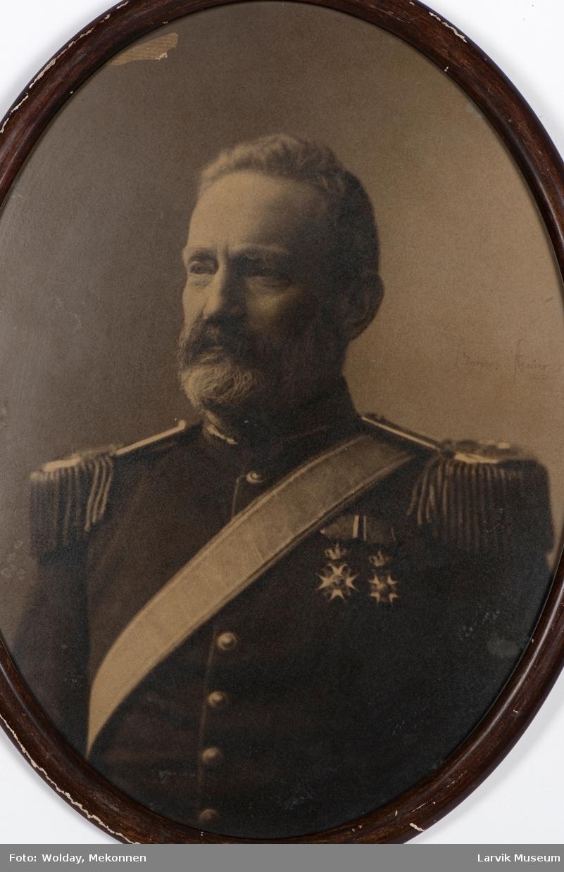 Axel Wulfsberg Heiberg, født i Moss 7. mai 1832 - død 14. mars 1903. Toldkasserer i Larvik 17. februar  1898 - 1903?