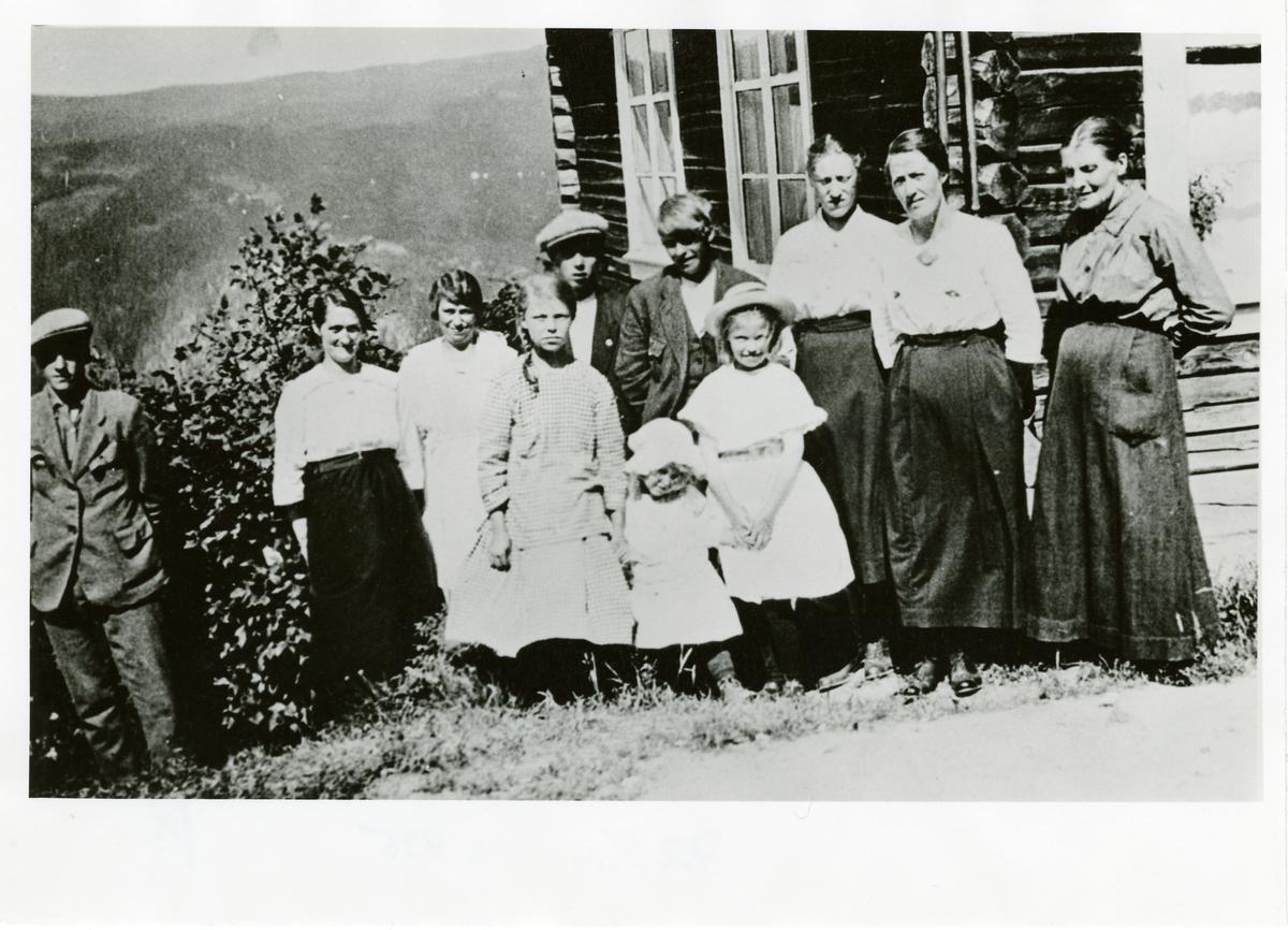 Gruppefoto frå øvre Lien.