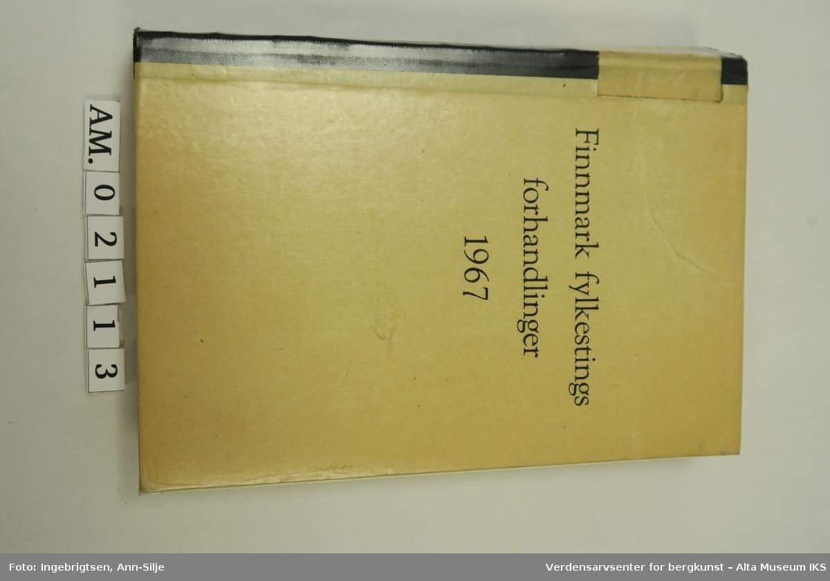 Innbundet bok. Boken inneholder årsmeldinger fra ulike fylkeskommunale institusjoner og skoler, og saker som ble tatt opp i fylkestinget i 1967.