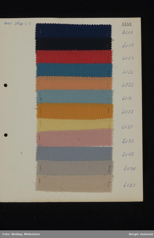 Ark med 12 prøver Drakt/kjole Kvalitet 6549 Stykkfarget