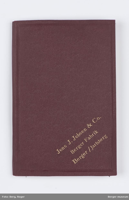 En prøvebok over metervarer til bekledningsstoff. Tre forskjellige design. I denne registreringen er det 4 prøver.