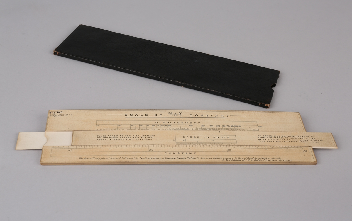 Omregningsstav for beregning av fart og hestekrefter for skip. Ligger i sort etui.