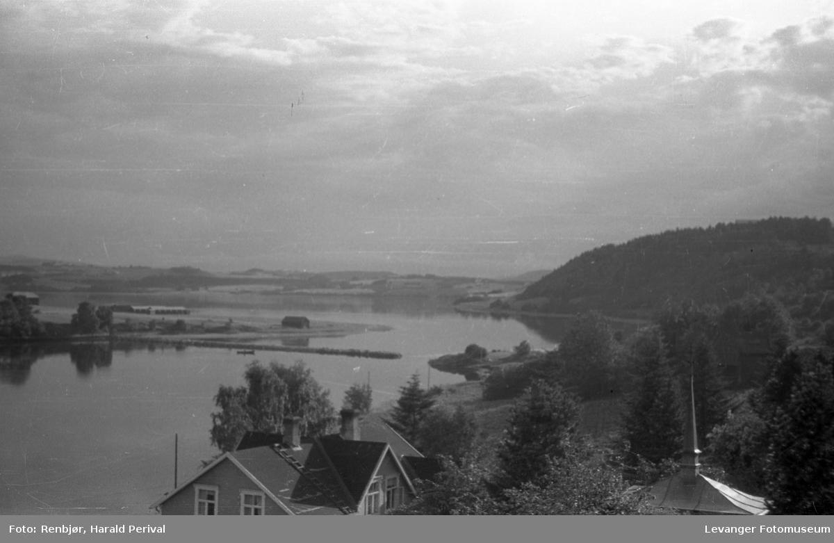 Fra Korenhaugen innover Levangersundet mot  Moan, Jeteen og Eidsbotten.
