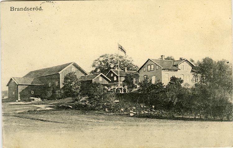 """Enligt Bengt Lundins noteringar: """"Branseröd. Gården på Kullen. Herbert Christensens gård. Namnet känt från """"Röde Bog"""" 1388. 1/2 Frälsegård under Hvitfeldt""""."""