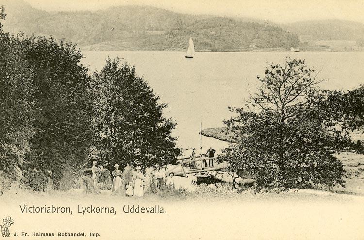 """Enligt Bengt Lundins noteringar: """"Viktoriabron. Lyckorna. Uddevalla""""."""